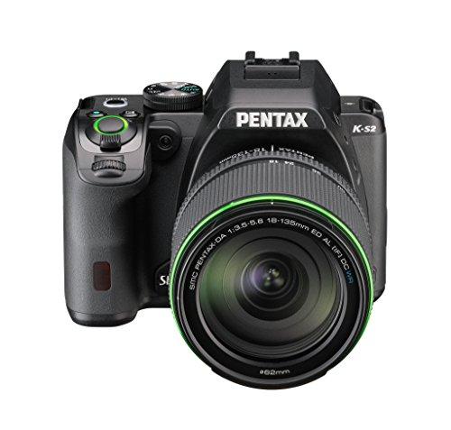 """Pentax K-S2 Kit Obiettivo 18-135WR, Sensore CMOS da 20 Megapixel Senza Filtro AA, Display LCD Orientabile da 3"""", Connettività Wi-Fi ed NFC, Nero"""
