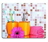 luxlady Naturkautschuk Gaming Mousepads Kosmetik und Bad Accessoires auf Mosaik Fliesen Hintergrund...