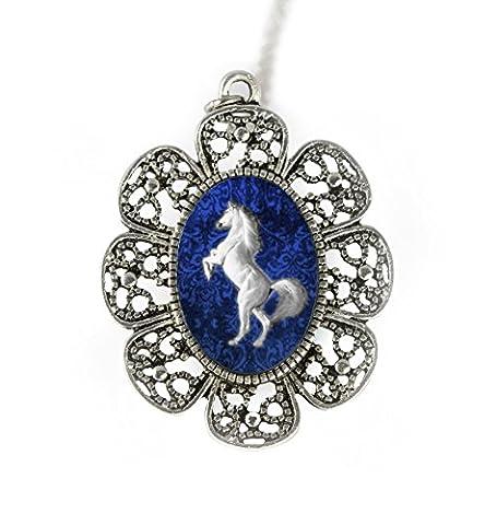 Cheval blanc antique Collier en argent avec un pendentif fait à la main par Tizi Bijoux pour femmes et filles Cadeau idéal ou pour une fête dans une boîte cadeau
