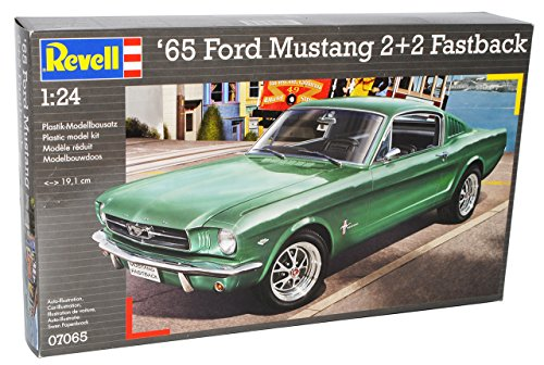 Revell Ford Mustang Coupe Fastback 2+2 1965 07065 Bausatz Kit 1/24 Modell Auto mit individiuellem Wunschkennzeichen (Modell-auto-kits Ford Mustang)
