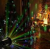 Proiettore di luci Led natalizie per interni ed esterno. Con telecomando. Regolazione dei giochi di luci. Ad una distanza di 15 metri copre una parete di 72 mq. Con picchetto per terreno e staffa per il fissaggio a muro. Lunghezza del cavo di...