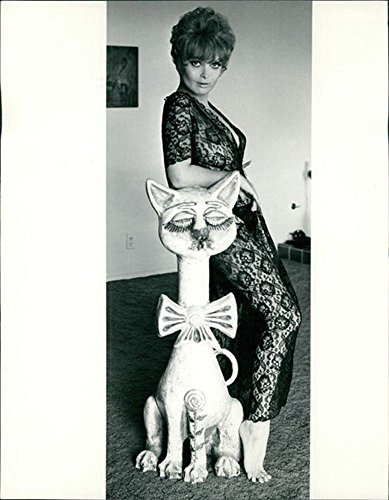 vintage-photo-of-lisa-seagram-posing-nearby-sculpture
