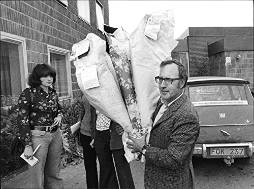 vintage-photo-of-gunnar-ahlkvist-made-frequent-trips-to-st-georges-hospital-with-bouquets-of-flowers