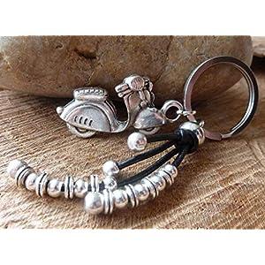 chrissona® Schlüsselanhänger Moped, versilbert, Motorroller, Schlüsselring aus Edelstahl, Einhänger aus schwarzem Leder, Gesamtlänge 10 cm