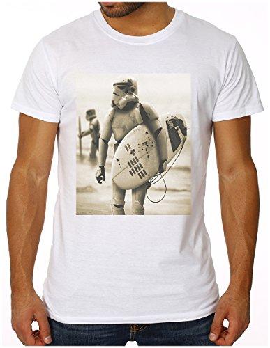 OM3 - STORMTROOPER SURFING - Slim Fit Herren T-Shirt (Tailliert!!!) Darth Vader SciFi Parody Beach Weiß