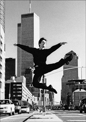 Fotokunst Klappkarte in schwarz weiß: Klassisches Ballett vor dem World Trade Center, New York • auch zum direkt Versenden mit ihrem persönlichen Text als Einleger.