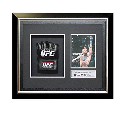 Conor McGregor signierter UFC Handschuh in Deluxe schwarzer Rahmen mit silberner Einlage
