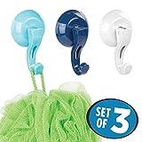 mDesign Badezimmer Haken – Drei Handtuchhaken aus Kunststoff flexibel einsetzbar – Handtuchhalter ohne Bohren – Blau und Weiß