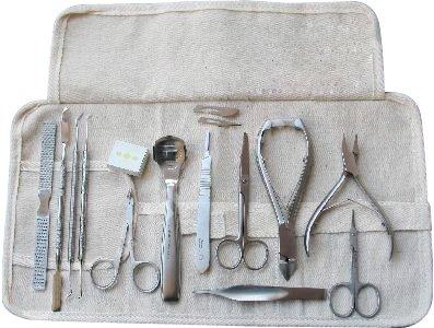 Fußpflege-Instrumente Set 33-Teilig inklusive Nagelzangen, Fußpflegeinstrumente, Pinzeten und Skalpell