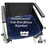 LANAMED 45 x 40 cm - Australische Antidekubitus Rollstuhlauflage. Dunkelblau. Ultra-dichter Schurwoll-Komfort mit einer Wollhöhe von ca. 3 cm. Bei 30-80° C maschinenwaschbar und trocknergeeignet. Mit Befestigungsbändern. LANAMED ca. 45 x 40 cm