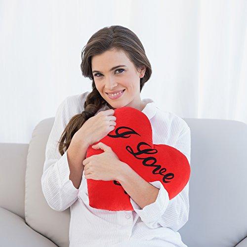 """Rotes Herzkissen mit """"I Love You"""" Schriftzug zum Valentinstag – Kissen in Herzform, Plüschkissen & Herz Kissen mit Liebe gemacht – 34 x 28 cm"""