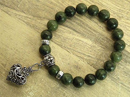 bracelet-thurcolas-in-taiwan-jade-oriental-green-with-charms-in-heart-shaped-filigree