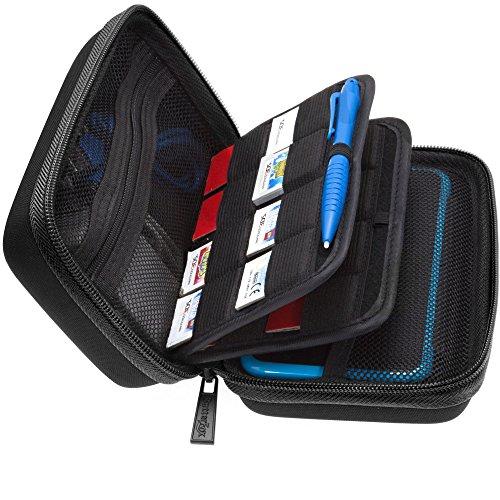 BRENDO Hartschalen-Schutzhülle mit Griff für Nintendo 2DS XL + großer Eingabestift, passend für Ladegerät, 24 Spielkartuschen, große Zubehörtasche, Schwarz