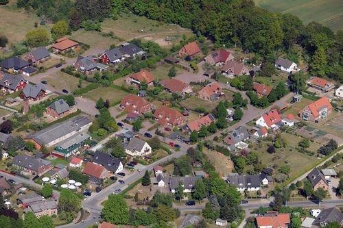 MF Matthias Friedel - Luftbildfotografie Luftbild von Böhmckersweg in Bosau (Ostholstein), aufgenommen am 07.05.11 um 15:40 Uhr, Bildnummer: 5849-02, Auflösung: 6048x4032px = 24MP - Fotoabzug 50x75cm