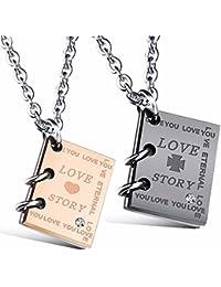 """Kim Johanson Pärchen Halsketten """"Love Story"""" für verliebte aus Edelstahl mit Zirkonia Steinchen und Gravur inkl. Schmuckbeutel"""