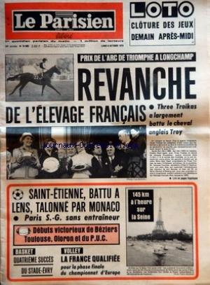 PARISIEN LIBERE (LE) [No 10900] du 08/10/1979 - PRIX DE L'ARC DE TRIOMPHE A LONGCHAMP REVANCHE DE L'ELEVAGE FRANCAIS THREE TROIKAS A LARGEMENT BATTU LE CHEVAL ANGLAIS TROY - SAINT ETIENNE BATTU A LENS TALONNE PAR MONACO - PARIS S G SANS ENTRAINEUR - DEBUTS VICTORIEUX DE BEZIERS TOULOUSE OLORON ET DU PUC - BASKET QUATRIEME SUCCES DU STADE EVRY - VOLLEY LA FRANCE QUALIFIEE POUR LA PHASE FINALE DU CHAMPIONNAT D'EUROPE - 145 KM A L'HEURE SUR LA SEINE