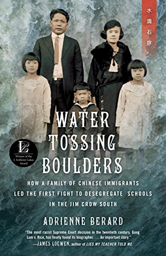 Water Tossing Boulders: How a Family of Chinese Immigrants Led the First Fight to Desegregate Schools in the Jim Crow South (English Edition) Sc-led