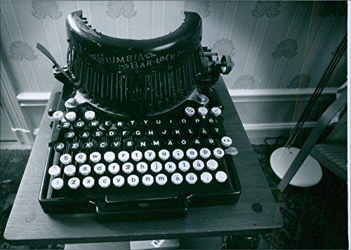 Impresión fotográfica de un antiguo envejecido negro vintage máquina de escribir con Vintage: Columbia bar-lock.