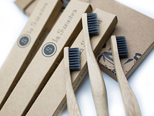 Design Bambuszahnbürsten im 3er-Pack - ein ästhetischer Blickfang im Badezimmer dank schlichtem und modernem Design - ökologisches Zähneputzen dank plastikfreier und veganer Zahnbürsten aus Bambusholz - ein angenehmes Zahnputzgefühl ohne Plastik - Recycling Verpackung