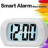 Ampia sveglia da viaggio digitale con funzione Snooze, impostazione semplice, retroilluminazione intelligente, orologio da tavolo con camera a batteria per l'ufficio di casa (bianco)