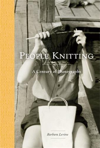 People Knitting: A Century of Photographs par Barbara Levine, Paige Ramey
