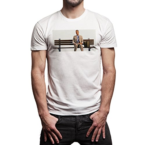 Forrest Gump Is Sitting On The Bench Eating Curious Movie Background Herren T-Shirt Weiß