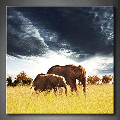 Elefantes en la sabana africana amarillo hierba árboles oscuro nube pared arte...