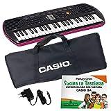 """Kit Pianola Tastiera Casio SA 78 (fondo Rosa) con Borsa Casio (con 2 maniglie), Alimentatore e Metodo """"Suona la Tastiera"""""""
