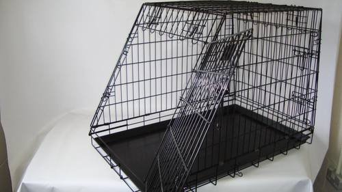 Sloping dog car cage with escape hatch GYC04