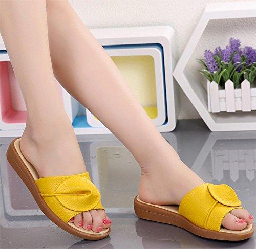 sandales de plage et pantoufles été de pente de la mode féminine avec des chaussures à fond épais glisser le mot Yellow