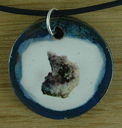 Echtes Kunsthandwerk: Toller Keramik Anhänger mit einem Amethyst; Edelstein, Mineraloge, Mineralogie, Bergbau, Quarz