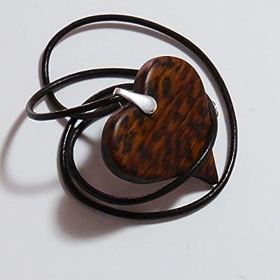 Cadeau pour elle. Pendentif coeur en bois précieux d'Amourette. Collection Les Félines