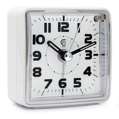 JCC Sehr klein Hosentaschengröße Analog Reisewecker, lautlos ohne ticken Handheld Größe Quarz Clock mit Licht Nacht, Snooze Funktion zum Reisen, Backpacking und Camping - batteriebetrieben - Weiß(Square Dial)