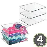 mDesign Juego de 4 cajas apilables de plástico – Prácticas cajas para guardar ropa – Cajas de almacenamiento con tapa para el armario – transparente