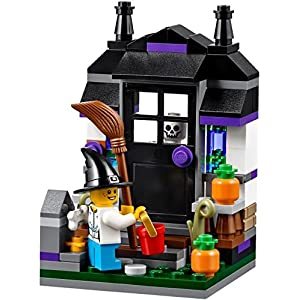 Lego Trick or Treat Halloween Seasonal Set # 40122 by LEGO 4516793131242 LEGO