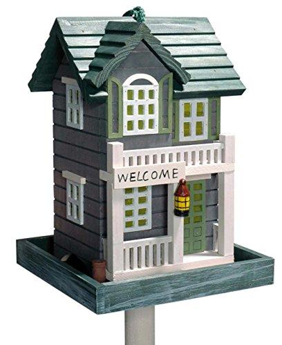 dobar 25103 Detailverliebtes Vogelfutterhaus im Westerndesign inklusive Ständer und Kordel, Modell Welcome (Vogelhaus USA-Stil)