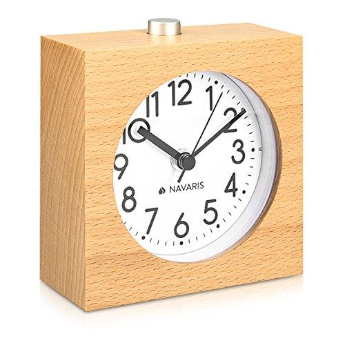 Schreibtisch Uhren Oder Kleiner Tisch (Navaris Analog Holz Wecker mit Snooze - Retro Uhr im Viereck Design mit Ziffernblatt Alarm - Leise Tischuhr ohne Ticken - Naturholz in Hellbraun)