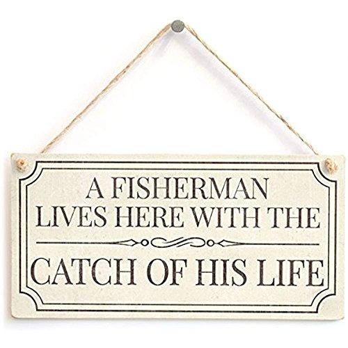 Cheyan A Fisherman Lives Here with The Catch of His Life - Divertido Accesorio para el hogar, Cartel de Regalo para Pescador Jubilado