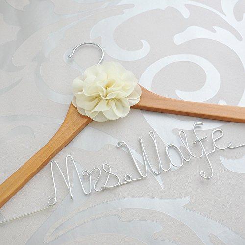 Personalisierbarer, rustikaler Kleiderbügel für Hochzeit, mit Blume, Kleiderbügel für...