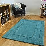 Moderna y acolchada alfombra con borde en vibrante verde azulado. Hecha 100% en lana. 4 Tamaños disponibles - Elements