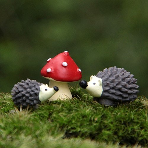 3pcs / Set Fairy Garden Gnomos Moss terrario Artes de la resina Decoración artificial Mini erizo con el Red Dot Mushroom