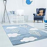 Kinderteppich Hochwertig Bueno mit Heißluft-Ballon, Wolken in Blau/Weiß mit Konturenschnitt, Glanzgarn für Kinderzimmer Größe 120/170 cm