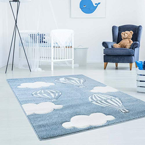 Kinderteppich Bueno mit Heißluft-Ballon, Wolken in Blau mit Konturenschnitt, Glanzgarn Kinderzimmer; Größe: 160x230 cm -
