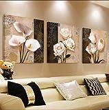 Pingofm El salón es moderno y minimalista, y tres de la animación sofá colgado en la pared de fondo frescos...