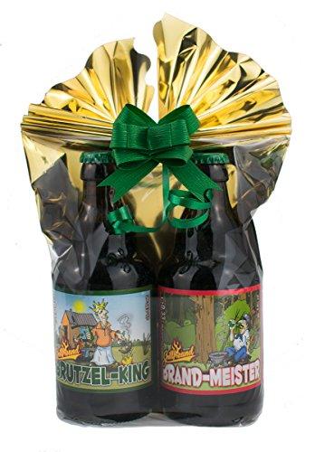 Grill-Bier 2er- Geschenkeset 2 in Folie und Schleife verpackt als Geschenk (Grill-Bier Geschenk-Set 2 (Brutzel-King + Brand-Meister)) - Holzkohle-schleife