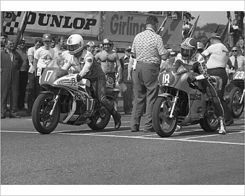 photographic-print-of-bill-smith-suzuki-bimota-and-tom-herron-honda-1978-formula-one-tt