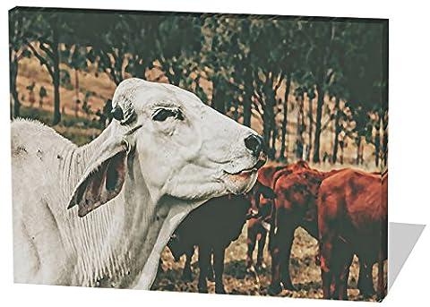 Die glückliche Kuh, Gemälde Effekt, schönes und hochwertiges Leinwandbild zum Aufhängen in XXL - 100cm x 70cm, echter Holzrahmen, effektiver Pigmentdruck, modernes Design für Ihr Büro oder (Feld 48 Tor)