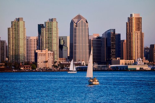 The Poster Corp Panoramic Images - Scenic San Diego Skyline Sailboat and Waterfront Pacific Ocean at Sunset California Kunstdruck (60,96 x 91,44 cm) -