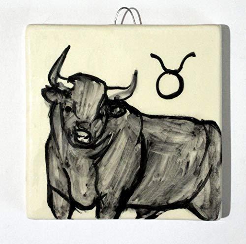 Il toro,segno zodiacale-mattonella di ceramica decorata a mano, dimensioni cm 10x10x0,8 cm con gancio, pronto da appendere al muro .made in italy toscana,lucca.creato da davide pacini.