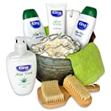 Handverpacktes Pflegeset Aloe Vera Creme inklusive Duschgel sowie Bodylotion und Massagebürste